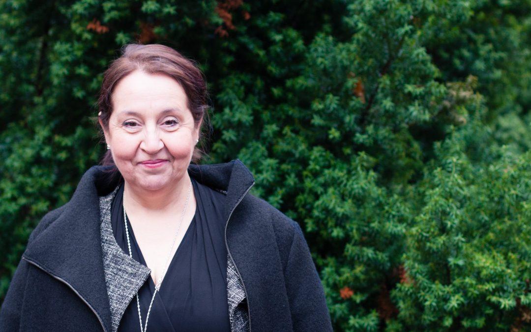 Kansanedustaja Sari Raassina – Monen hatun nainen